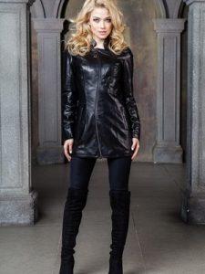 bluz-boyutunda-zincirle-kapanan-siyah-deri-bayan-kaban-modeli