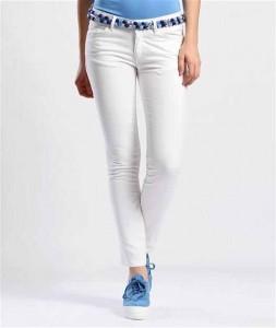 Dar kesimli boncuk kemerli bayan beyaz pantolon