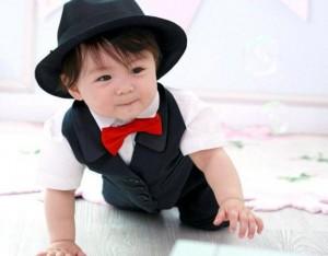 Fötr şapkalı kısa kol gömlekli siyah bebek takım elbise