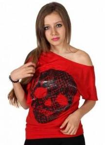 Korsanları simgeleyen kuru kafalı düşük omuz  kan kırmızısı tişört