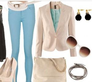 Mavi dar pantolonlu yazlık kremli kombin