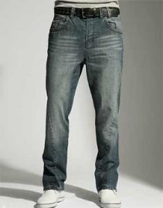 Soluk modellemesiyle erkek kot pantolon
