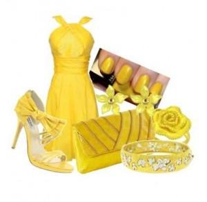 Güllü çiçekli sarı bayan kombin modeli