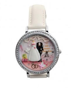 Gelin ile damatın olduğu beyaz bayan saati