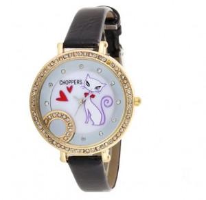 Geometri sorularına benzeyen altın çerçeveli siyah kol saati bayanlara özel tasarlandı