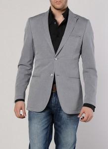 Gri kotton ceketli siyah gömlekli erkek kombin modeli