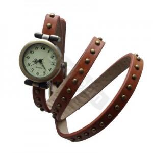 Hem saat hem bileklik olan kahverengi bayan kol saati