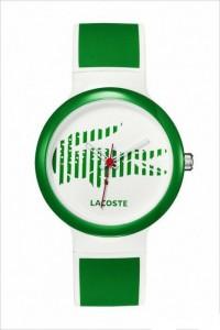 Yeşil ve beyazın dostluğunu gösteren bayan kol saatleri