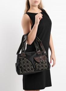 Cepleri bulunan siyah deri bayan çanta
