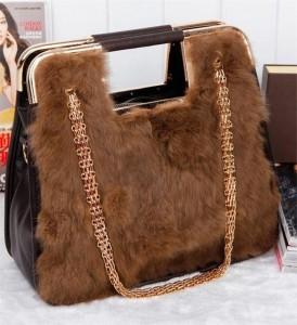 Deri ve yünden yapılmış kahverengi deri bayan çanta