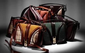 Farklı farklı renklerde ve tiplerde son trend bayan çantaları
