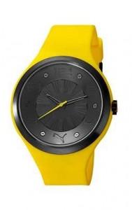Sarı plastik kemer ve kordondan oluşan siyah çerçeveli bayan kol saati