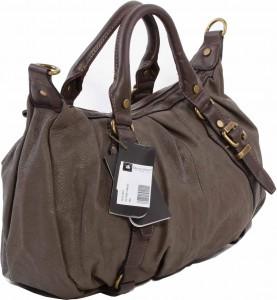 Kumaştan deriye uzanan bayan kol çantası