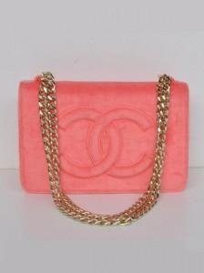 Pamuk şekere benzer yapıda ve renkte bayan kol çantası