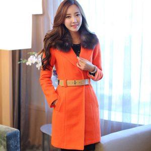 krem-renkli-kemeri-bulunan-turuncu-renkli-bayan-kaban-modeli