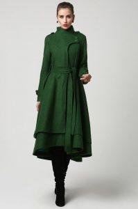 osmanli-giysileri-ve-japon-giysilerinin-karisimi-olmus-olan-yesil-renkli-bayan-kaban-modeli