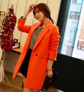 rengi-portakalli-sute-benzeyen-sade-gorunumlu-suit-bayan-kaban-modeli
