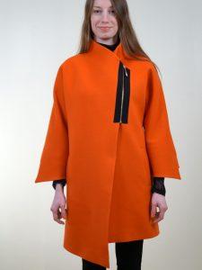 simetrisiz-modellemesi-bulunan-yamaya-benzer-kapatma-zinciri-bulunan-turuncu-renkli-bayan-kaban-modelleri